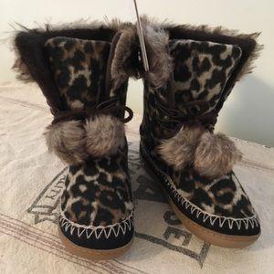 NWT Kooba Leopard Print Cozy Slipper Boots w Pom